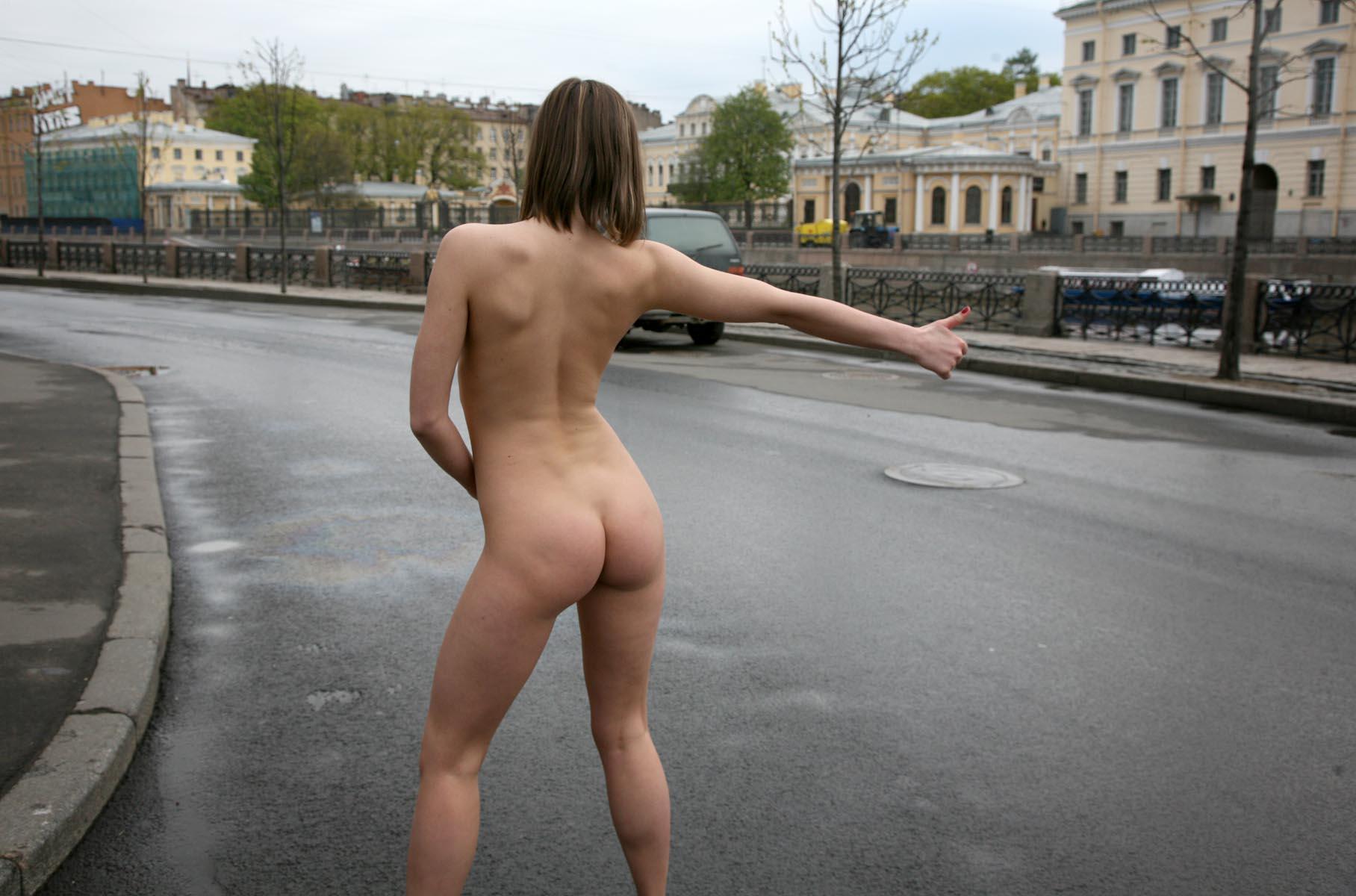 эротическое видео девушек в городе человек душе