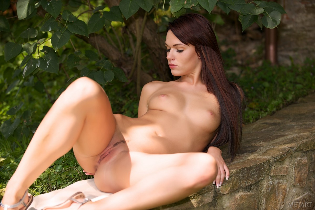 девушки шлюшки голые хорошего качества упала