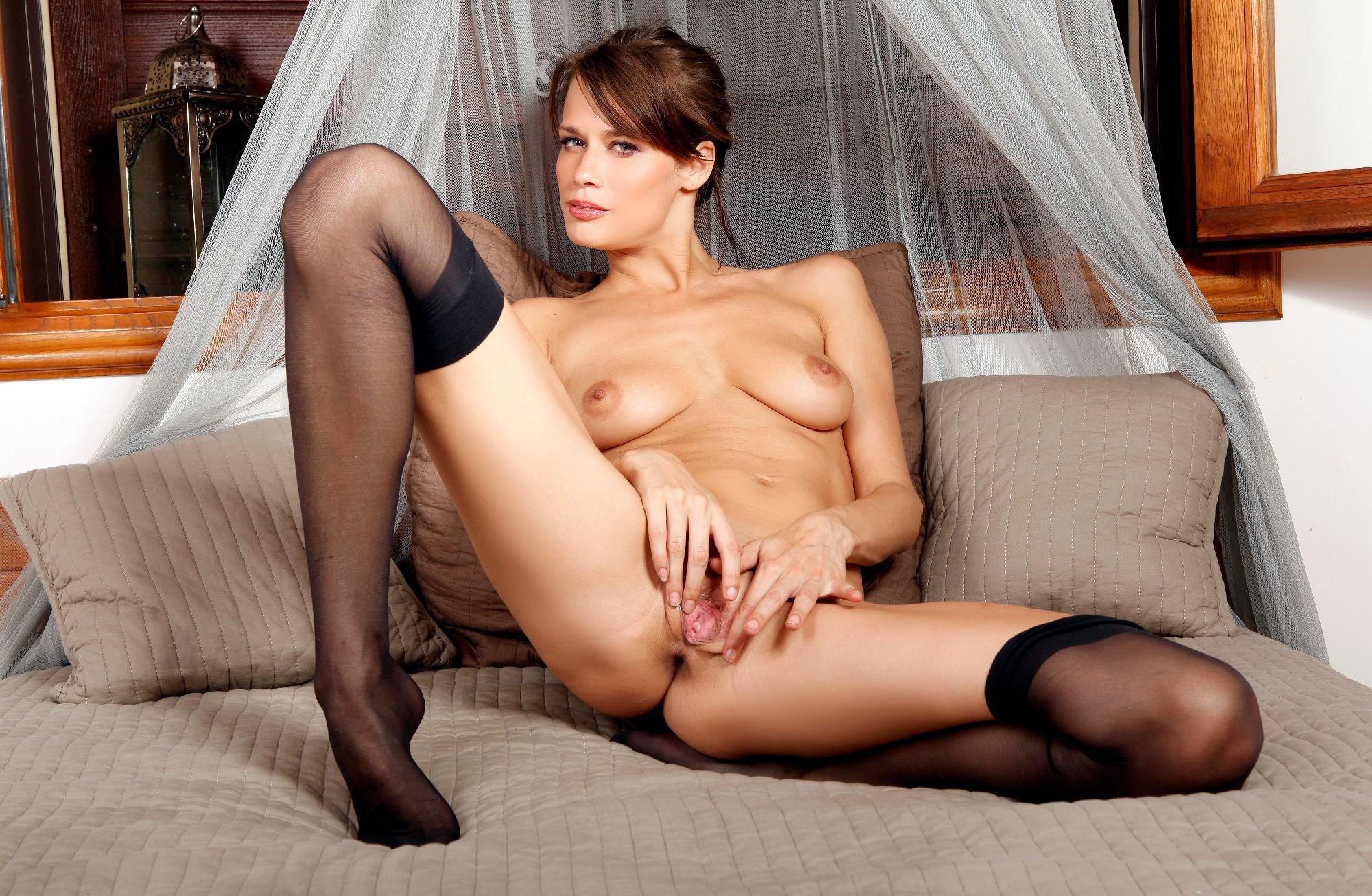 порно фото девушек с бритыми кисками в чулках
