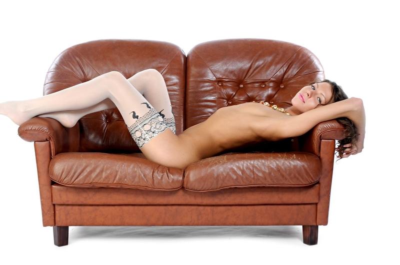 Кончила на кожаном диване 15