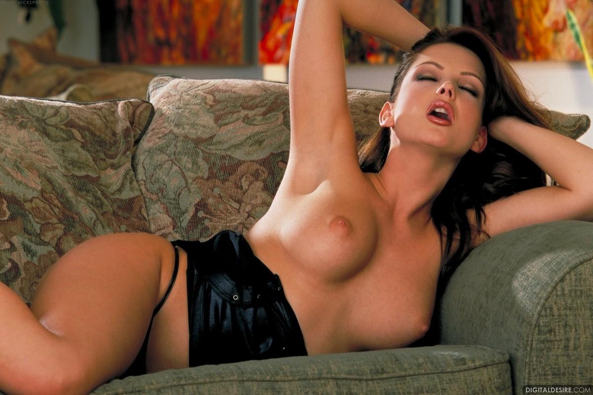 eroticheskie-foto-sandri-shin-posmotret-kastingi-rokko-siffredi-v-rossii