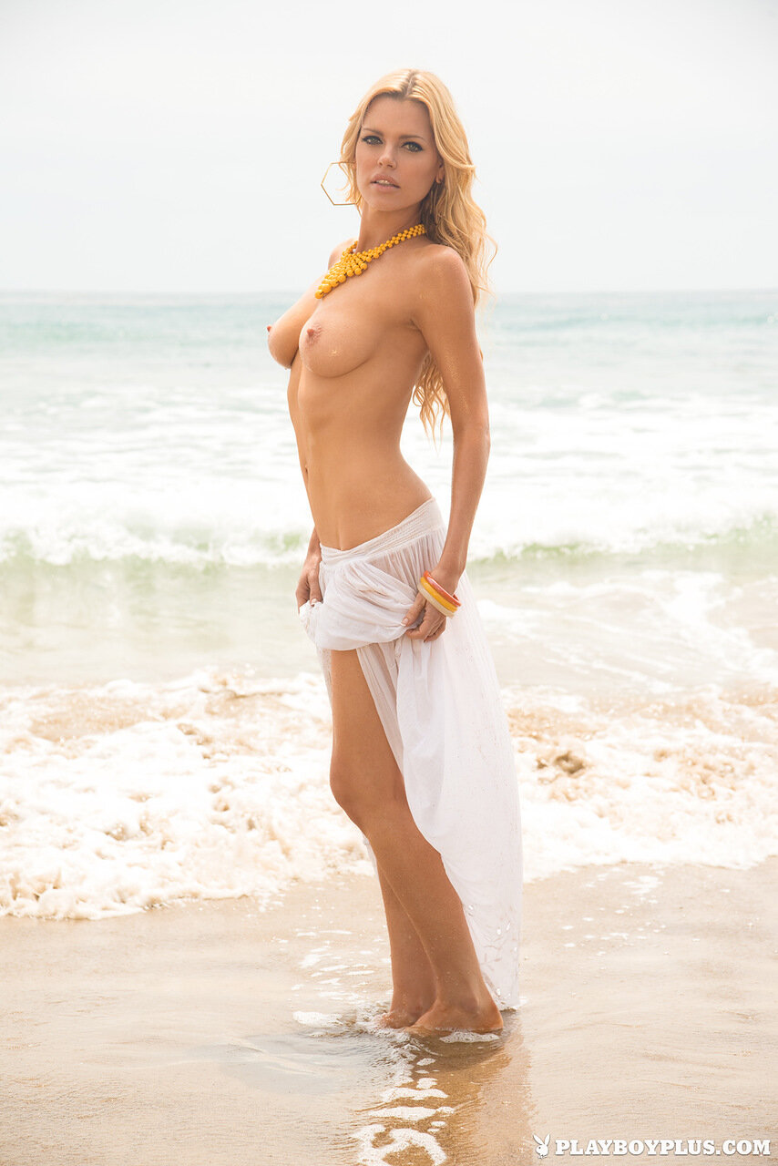 Австралийская актриса и певица Sophie Monk