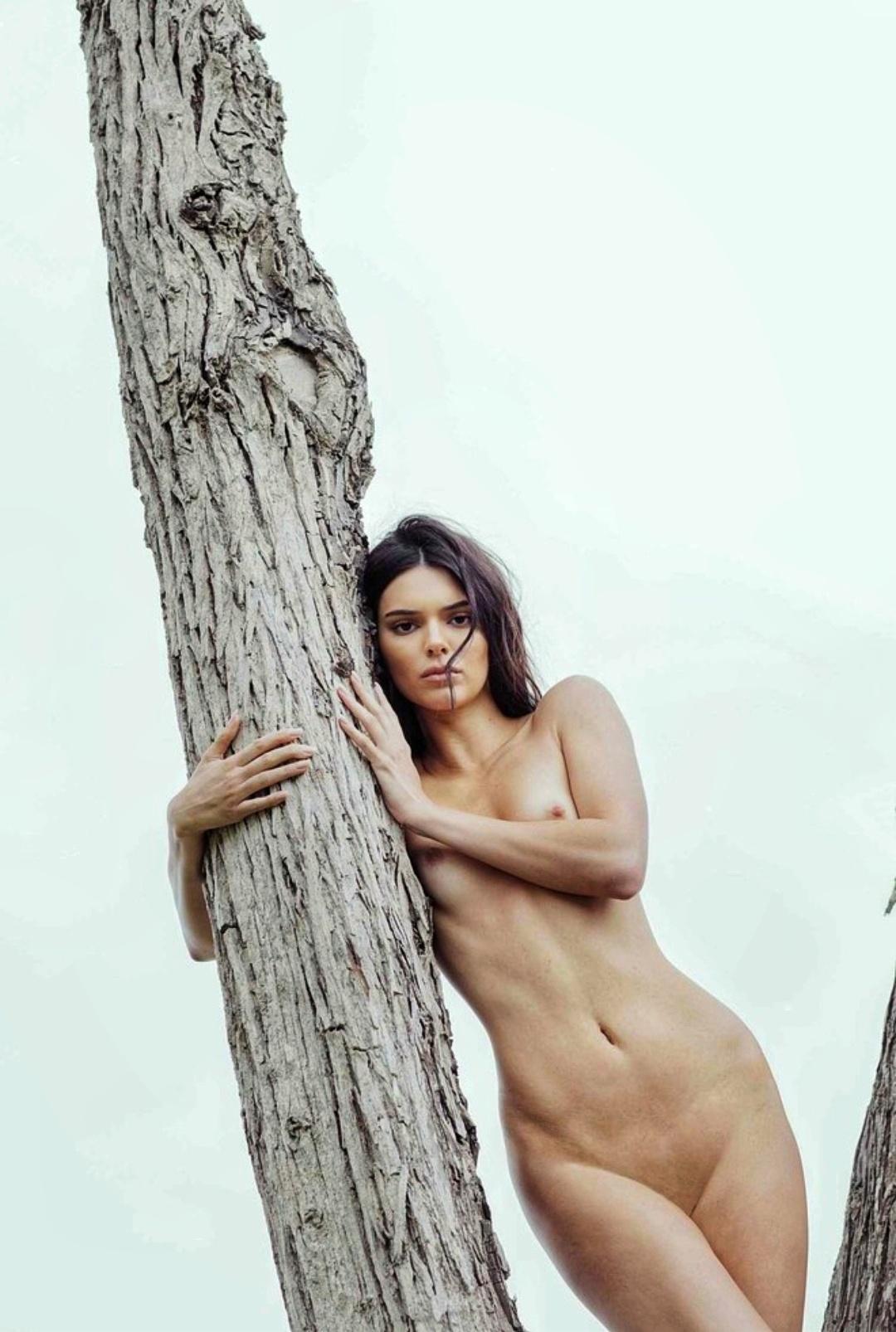 Малышка Kendall Kardashians