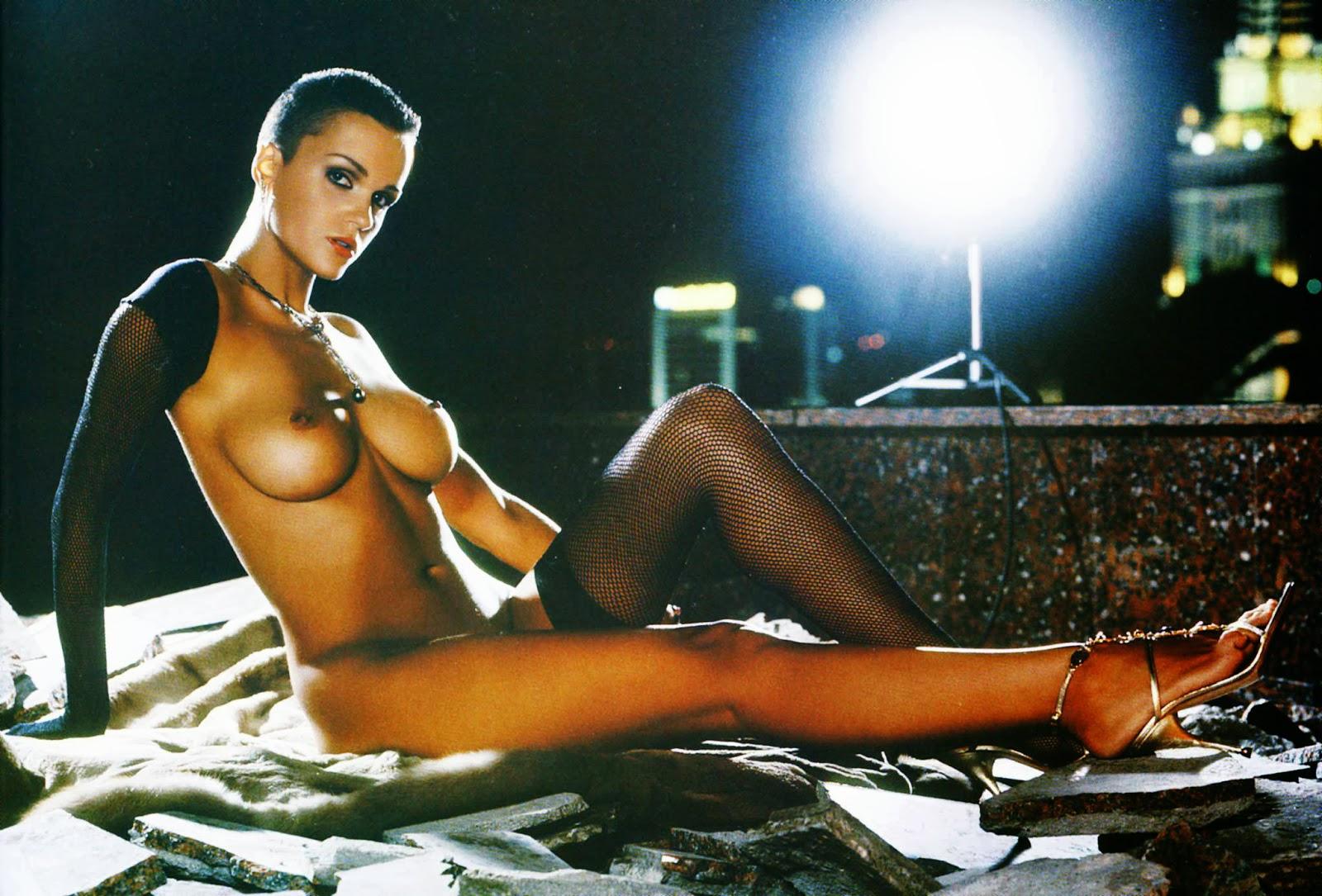 molodezh-russkie-znamenitie-aktrisi-v-erotike-ustroili