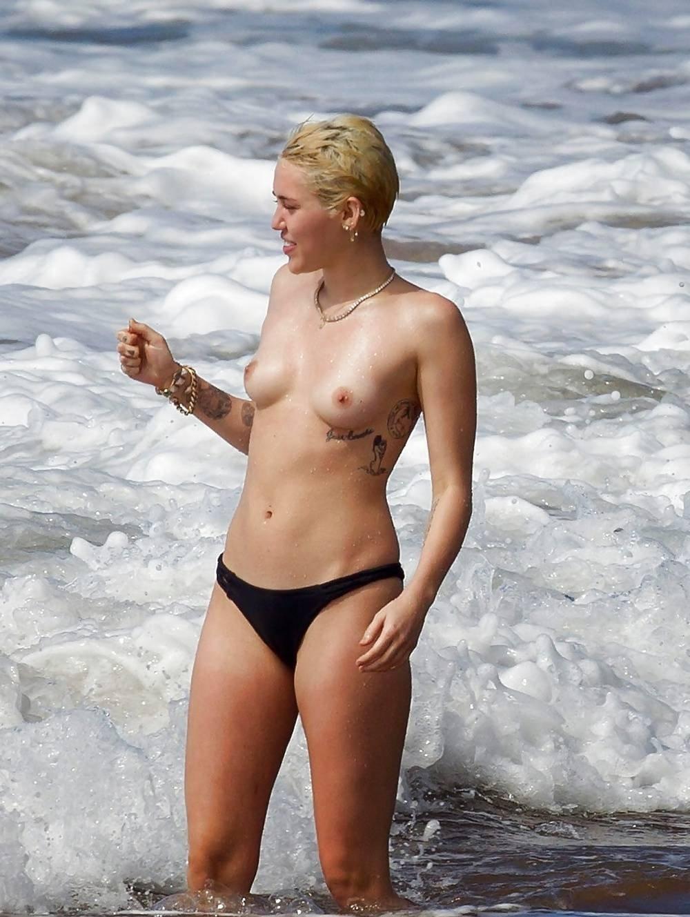 Miley cyrus boob slip