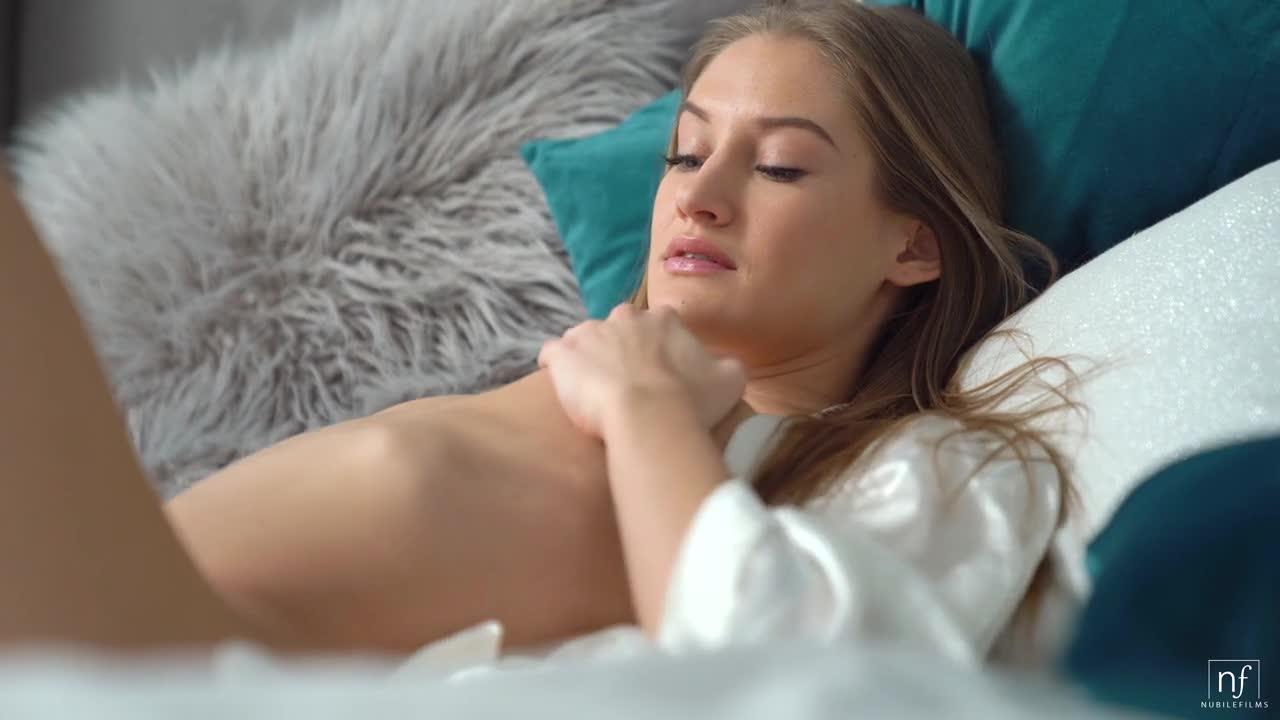 Анастасии помогает расслабиться подружка